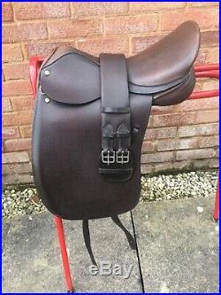 16.5 English Leather Dressage Saddle + Girth Narrow