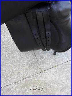 Ideal dressage saddle black 171/2 MW short girth straps